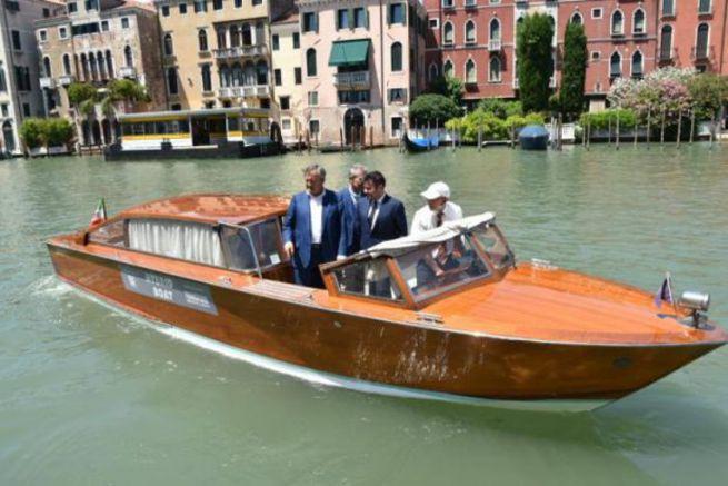 Taxi barca ibrida a Venezia