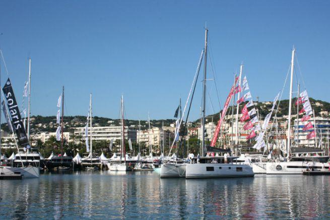 Catamarano al salone nautico del Cannes Yachting Festival di Cannes