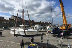 Manutention de bateau dans un port de plaisance de la Sellor