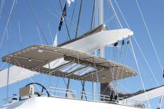 Bimini NV Attrezzatura su flybridge di un catamarano