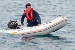 Alberatura di un catamarano dell'Atelier Gréement sul Polo Nautico di Canet en Roussillon