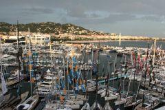 Aiutare lo yachting e gli spettacoli nautici di fronte alla tempesta... (Vista del Festival dello Yachting di Cannes)