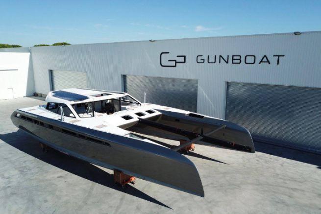 Catamarano Gunboat 68 n°1 di fronte al cantiere di La Grande Motte