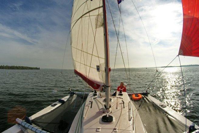Vista del trimarano Astus 24 da Astus Boats