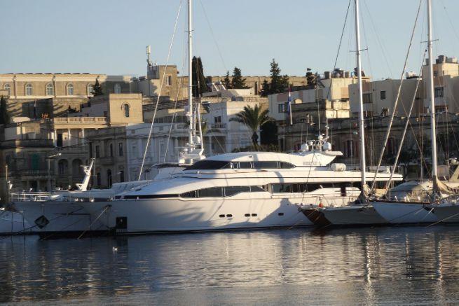 Barca a Malta